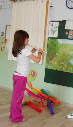 závěrečná vystoupení zájmových aktivit: NJ - Od malička a Hrajeme si s flétničkou
